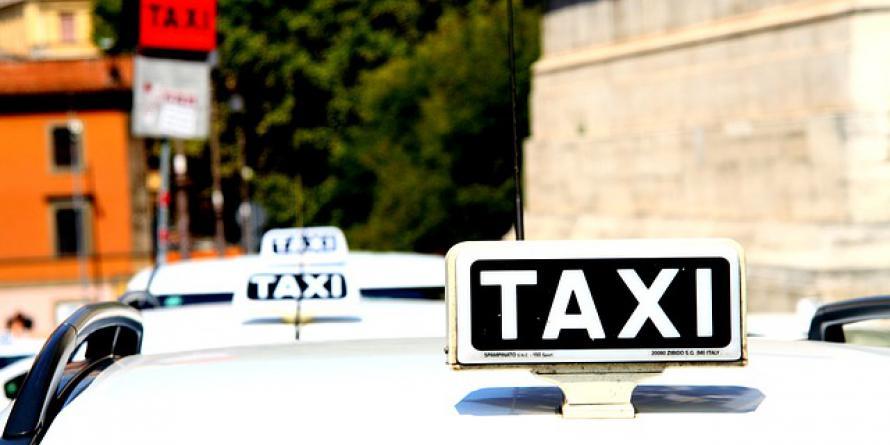 Taxi. CC0 Public domain via Pixabay
